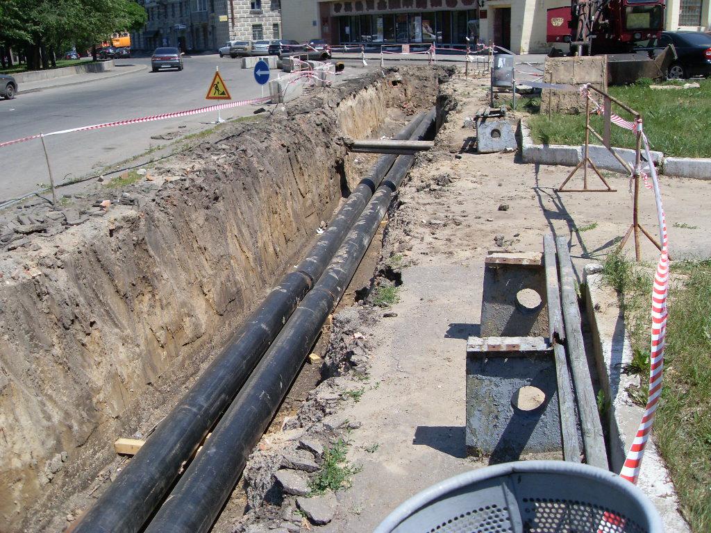 ...начинаются плановые отключения горячей воды для проведения ремонтов принадлежа щих компании теплосетей.