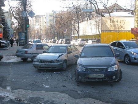 В центре Харькова столкнулись две иномарки (+ ФОТО)