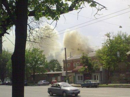 В районе ЮЖД в Харькове сгорели склады (обновлено + ФОТО)