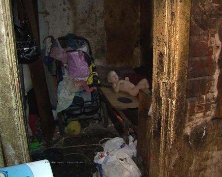 Милиция помогла найти младенца 17-летней харьковчанки. Условия жизни поражают (ФОТО)