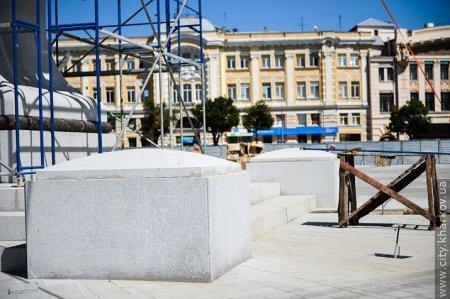 На площади Конституции продолжается ремонт (ФОТО)