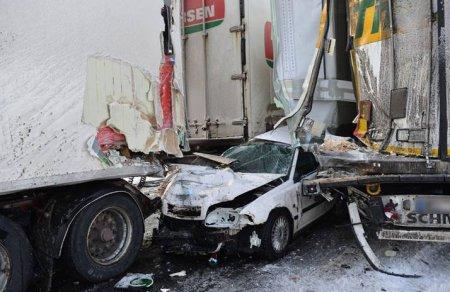 Серьезное ДТП в Швеции - столкнулись почти 100 автомобилей (ФОТО)