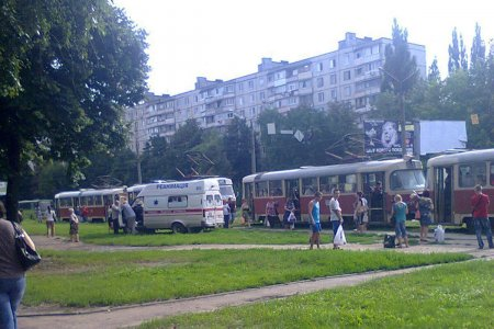 На Салтовке трамвай переехал мужчине руки (фото)