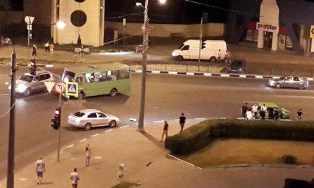 На Гагарина маршрутка столкнулась с легковушкой (фото, видео)