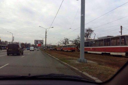 На Салтовке сошел с рельсов очередной трамвай (фото)