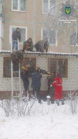 В Харькове мужчина выпал из окна (фото)