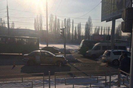 На Салтовке таксист врезался в Mitsubishi (фото)