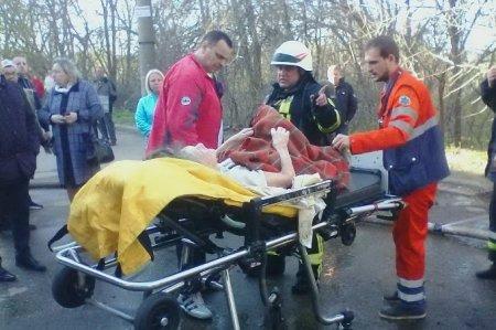 Пожар в многоэтажке на Салтовке: с восьмого этажа спасатели вынесли женщину (ФОТО)