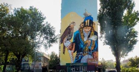 Художник из Харькова создал мурал в Алматы