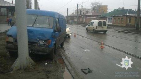 После ДТП машину отбросило на столб (фото)