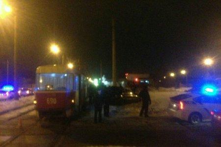 На Шевченко столкнулись трамвай и легковушка (фото)