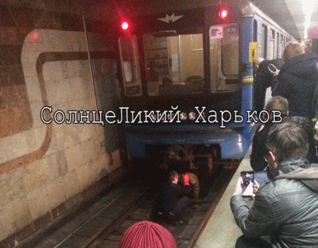 В метро мужчина упал под поезд (фото)